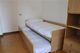 Einzelbett + 1 Ausziehbarbett