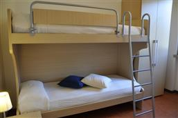 Bunk beds + single bed