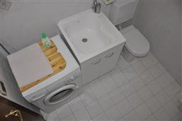 zweites Bad mit Washmaschine