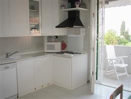 Küche mit Spülmaschine